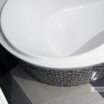 Okrągła obudowa wanny w mozaice 2,5x2,5cm, płytki Paradyż