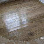 Łączenie podłóg po łuku - drewno i hiszpańska płytka gresowa