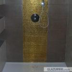 Brodzik typu Walk-in konglomeratowy, złota mozaika 1x1, fuga epoksydowa, deszczownica podtynkowa Grohe